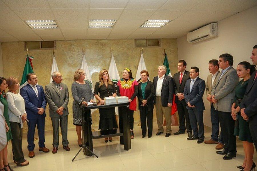 Recibe LXII Legislatura Tercer Informe de manos de la gobernadora Claudia Pavlovich