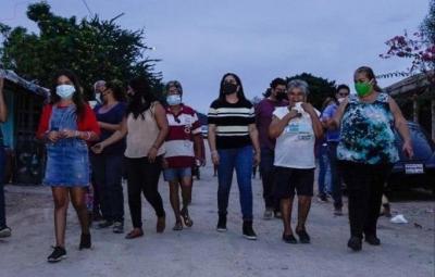 Se reúne alcaldesa Celida López con vecinos de Altares