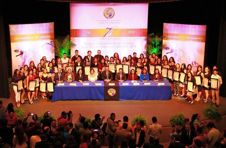Entrega Unison el Premio a la Excelencia Estudiantil 2018 en su 76 aniversario de fundación