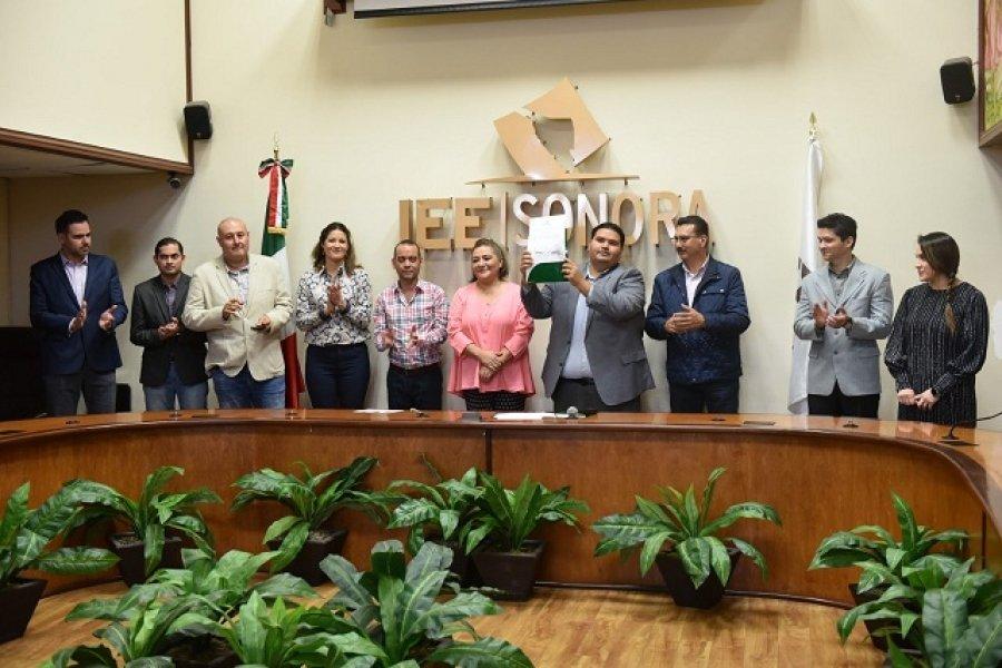 Entrega IEE Sonora constancia que acredita a Nueva  Alianza Sonora como partido local