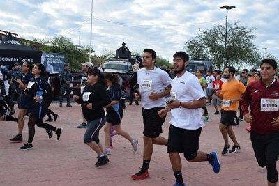 Viven fiesta deportiva en Sonora dentro de  la Carrera-Caminata de la PF