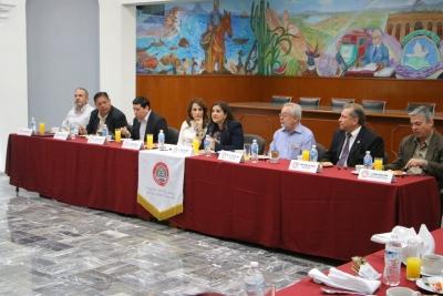 Dialoga alcaldesa Celida López con Notarios Públicos de Hermosillo